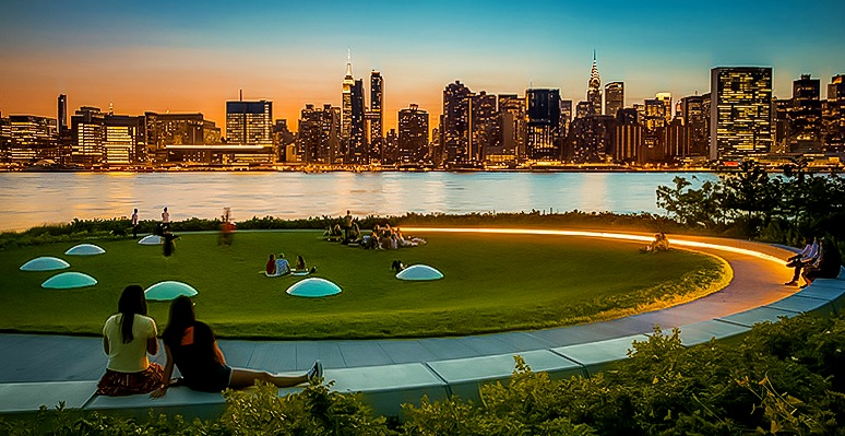 Sunsets are breathtaking from this park. No words to describe them. The colors at the sky, the golden tone invading the atmosphere, then the city lights take place like a ballet of bright dots at the skyscrapers emerging from the dark. It's a must-do experience. Photo:  @Lucascompan