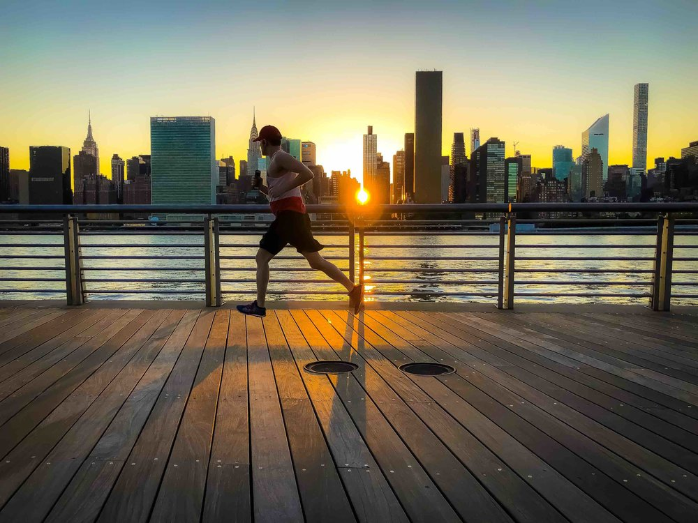 jogging and sunset: always a good combination. Photo:  @Lucascompan