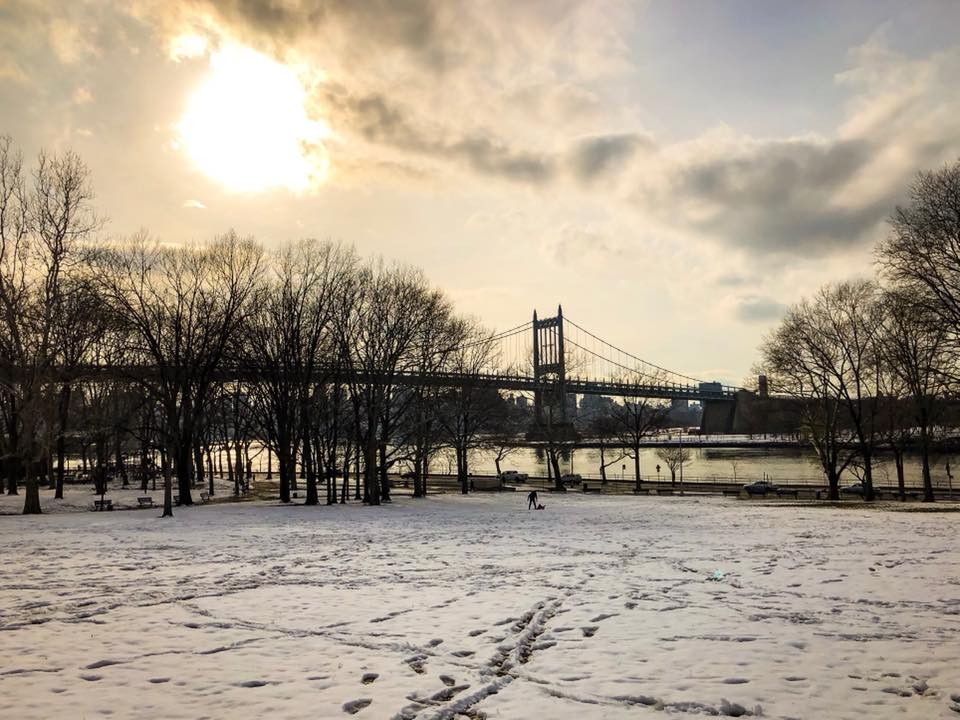 It does not matter if it's summer or winter, spring or autumn. Astoria park is nice and beautiful in all seasons of the year. Photo  @lucascompan
