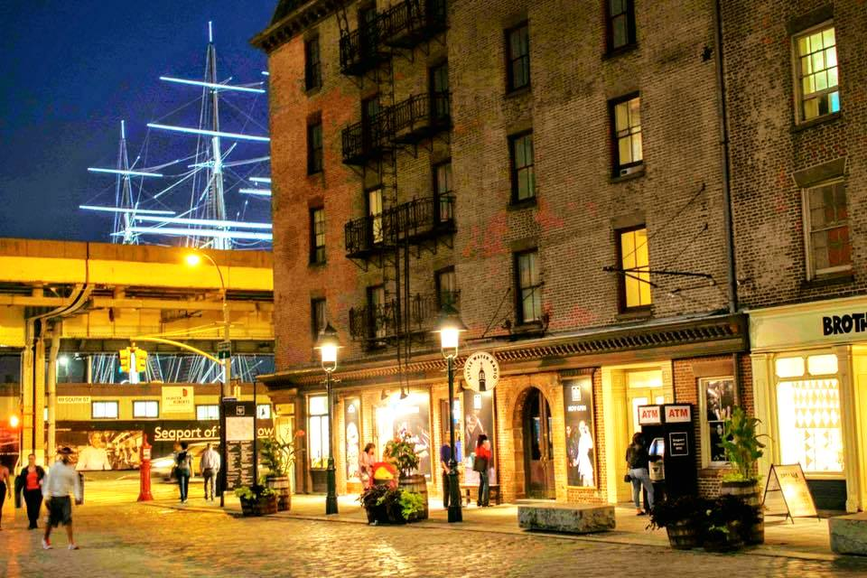 SHOPS AND RESTAURANTS AT THE SOUTH STREET SEAPORT. PHOTO:   @LUCASCOMPAN