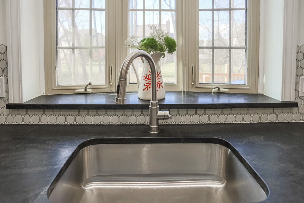The gorgeous Virginia Mist countertop.