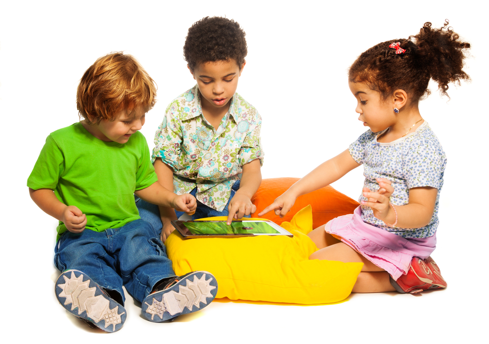 3-kids-playing-with-android-tablet.jpg