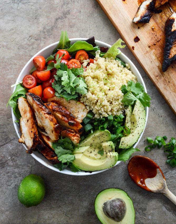 honey chipotle chicken bowls I howsweeteats.com 5.jpg 5 - Chicken Chipotle | Frango com chipotle e salada de quinoa