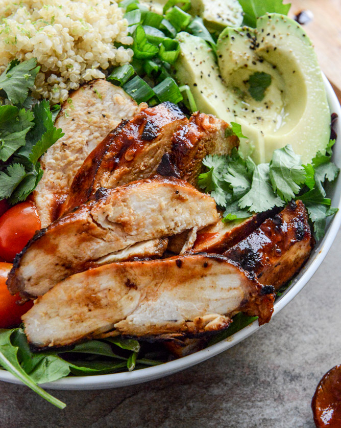 honey chipotle chicken bowls I howsweeteats.com 6.jpg 6 - Chicken Chipotle | Frango com chipotle e salada de quinoa