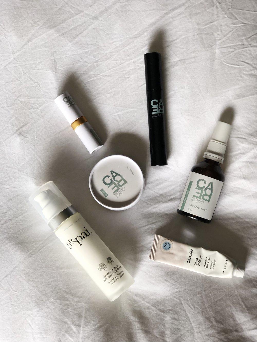 Hidratante Pai / Blush, batom, máscara de cílios, água thermal Care Natural Beauty / Gloss Glossier