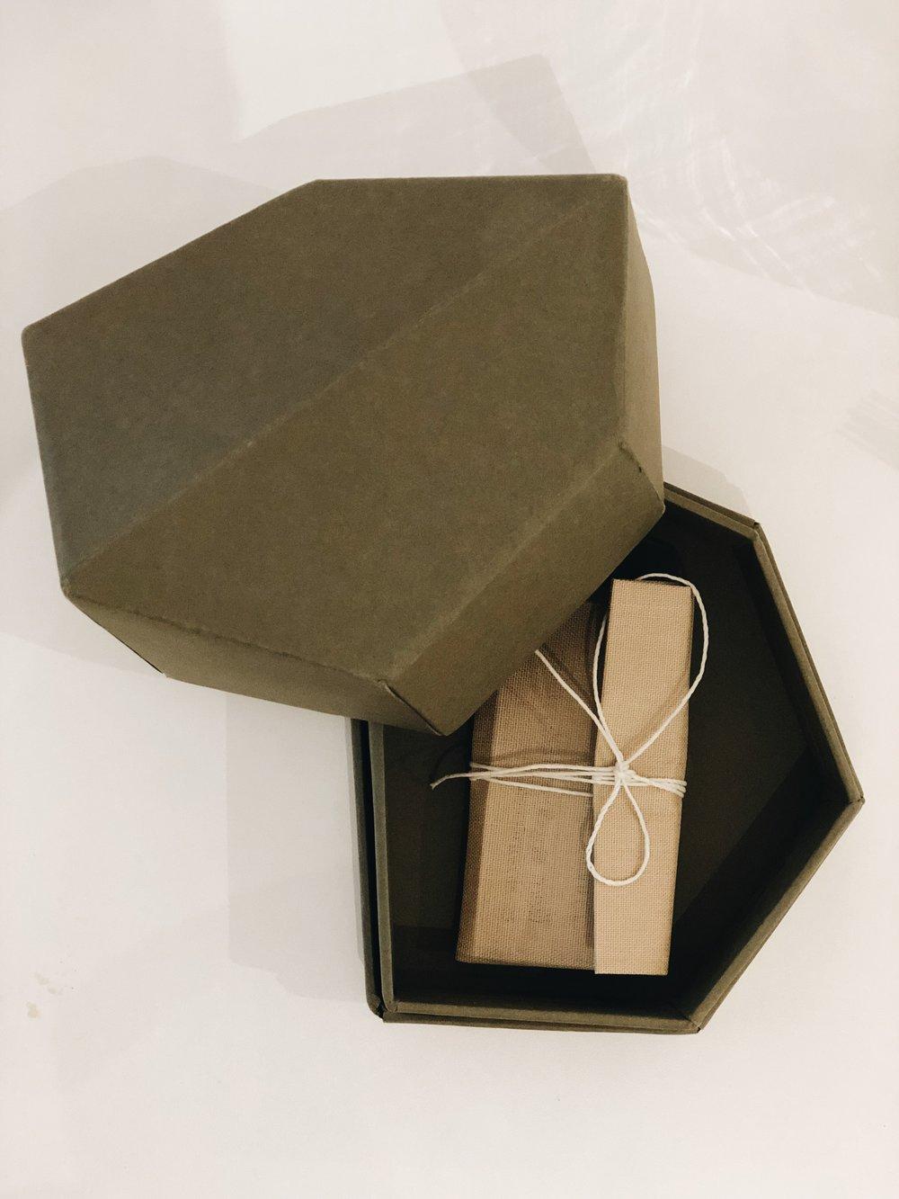 A embalagem incrível das jóias da Olsen K
