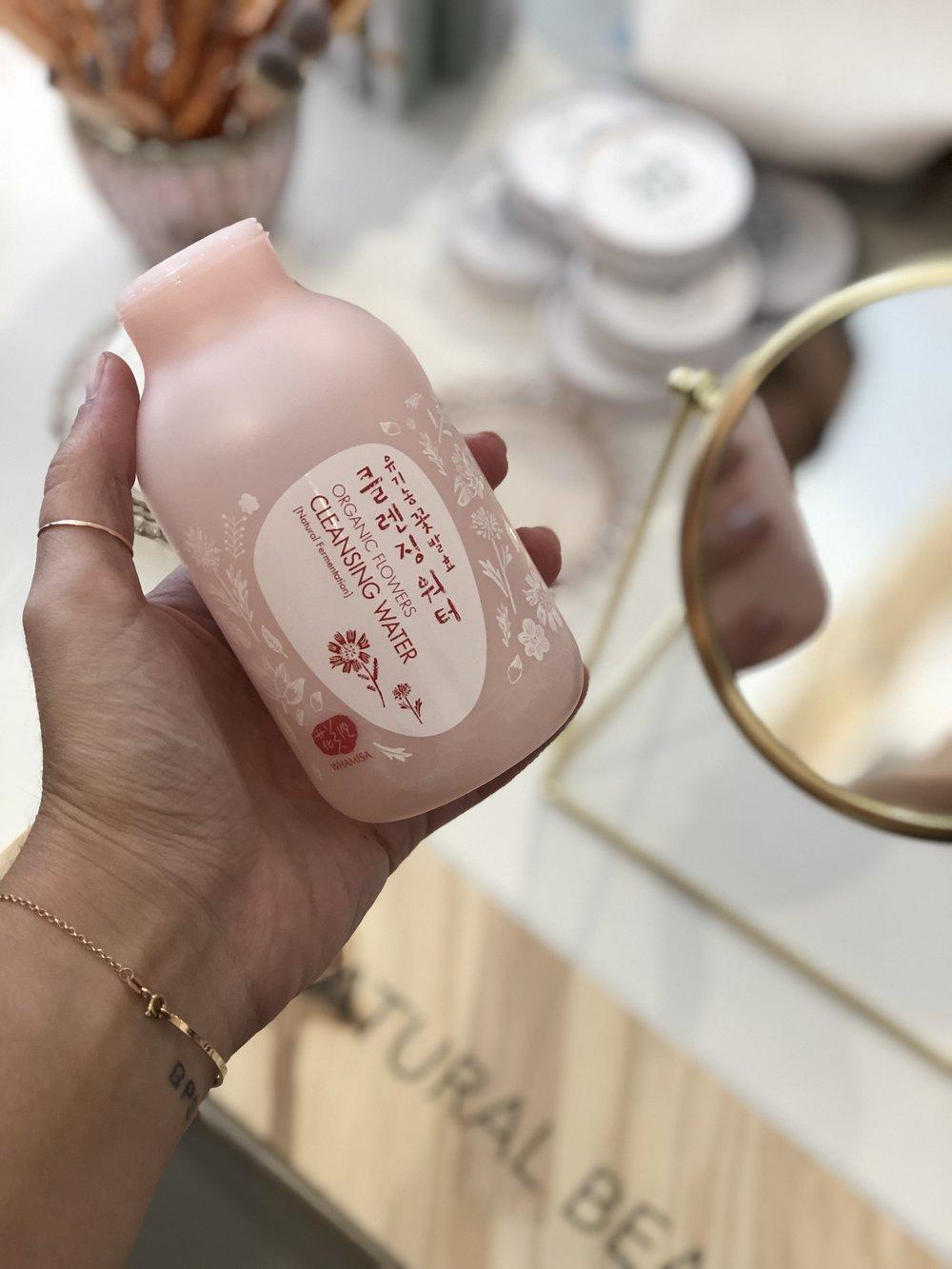 Cleansing water da Whamisa, marca koreana de cosméticos