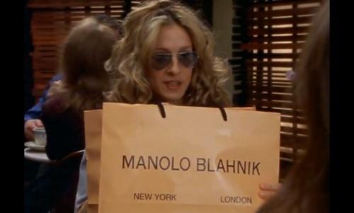 Quando alguém roubou o Manolo Blahnik da Carrie Bradshaw em uma festa.