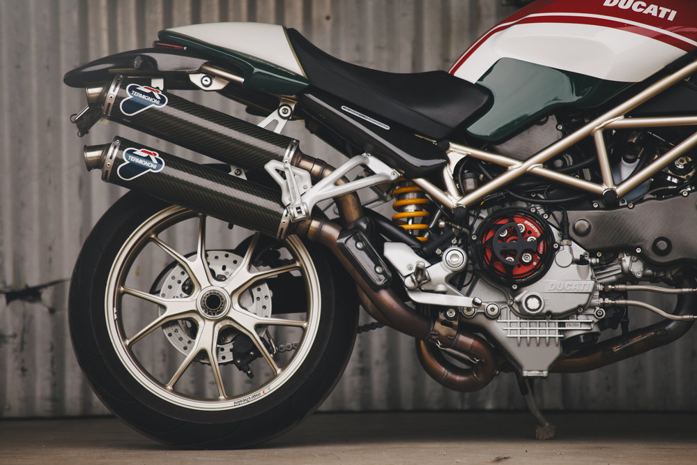ducatimonsters4rs_009.jpg