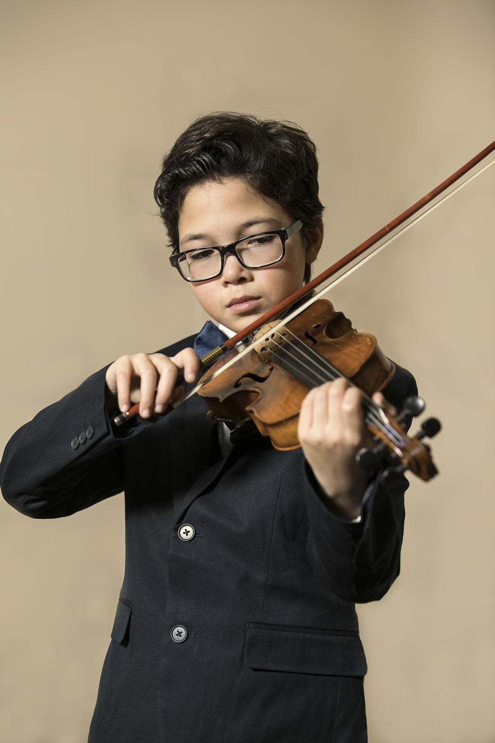 GIAM03_YOUNG_VIOLINIST.jpg