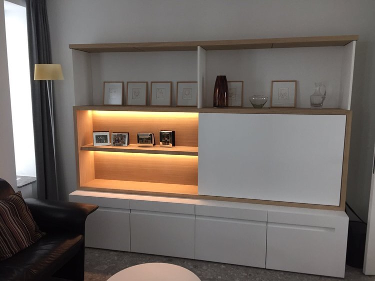 TV-meubel en boekenkasten — IDB