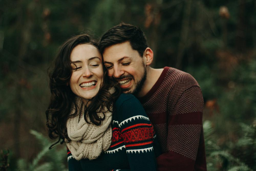 pacific-northwest-winter-couple-photos.jpg