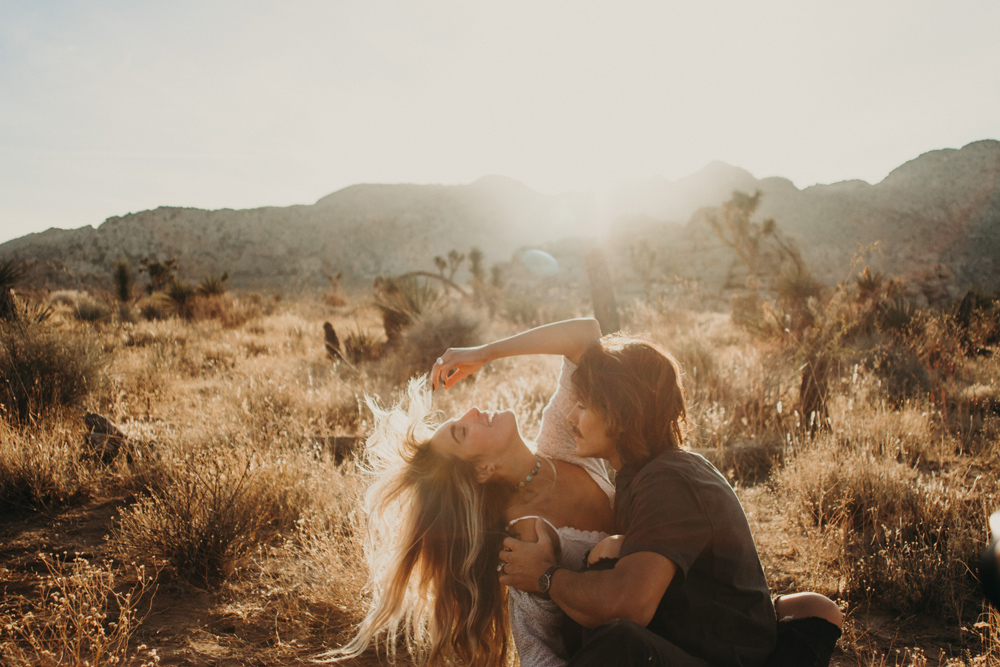 romantic-sunset-joshua-tree-engagement-photos.jpg