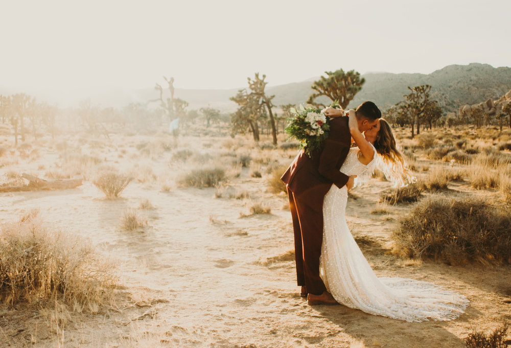 ALYSSA + STEPHEN - Styled elopement in Joshua Tree