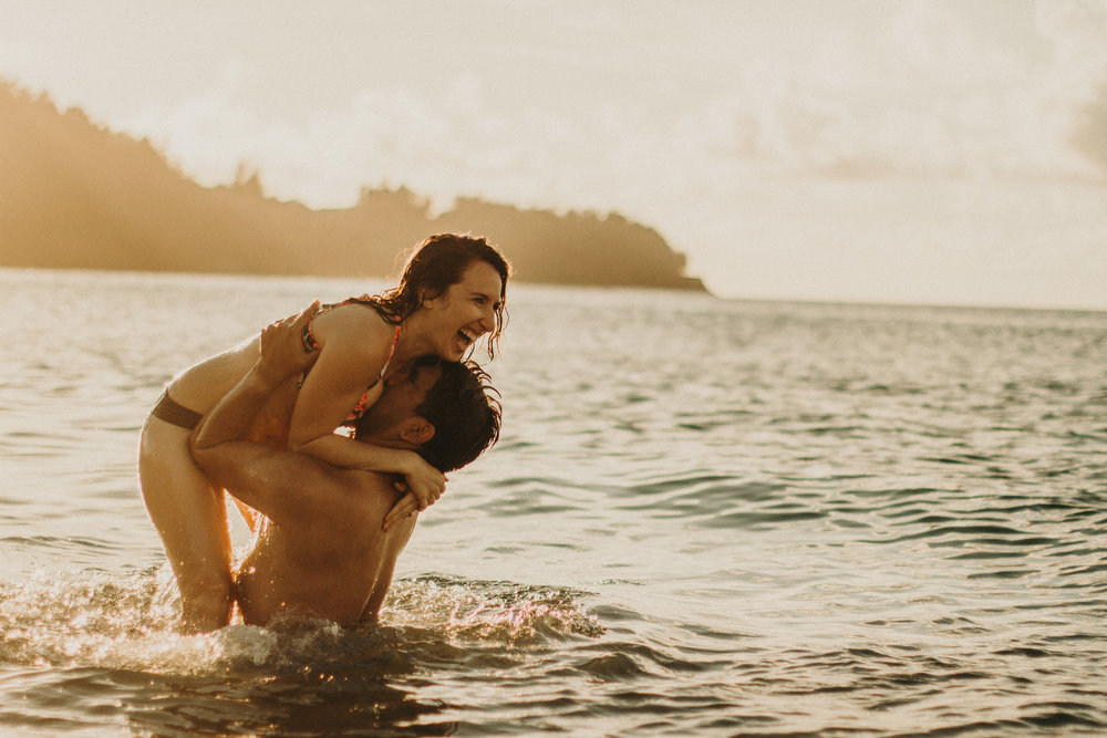 kauai-hanalei-bay-hawaii-engagement-photos