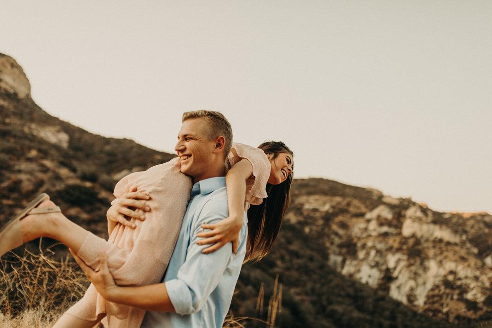 malibu-mountain-engagement-photos