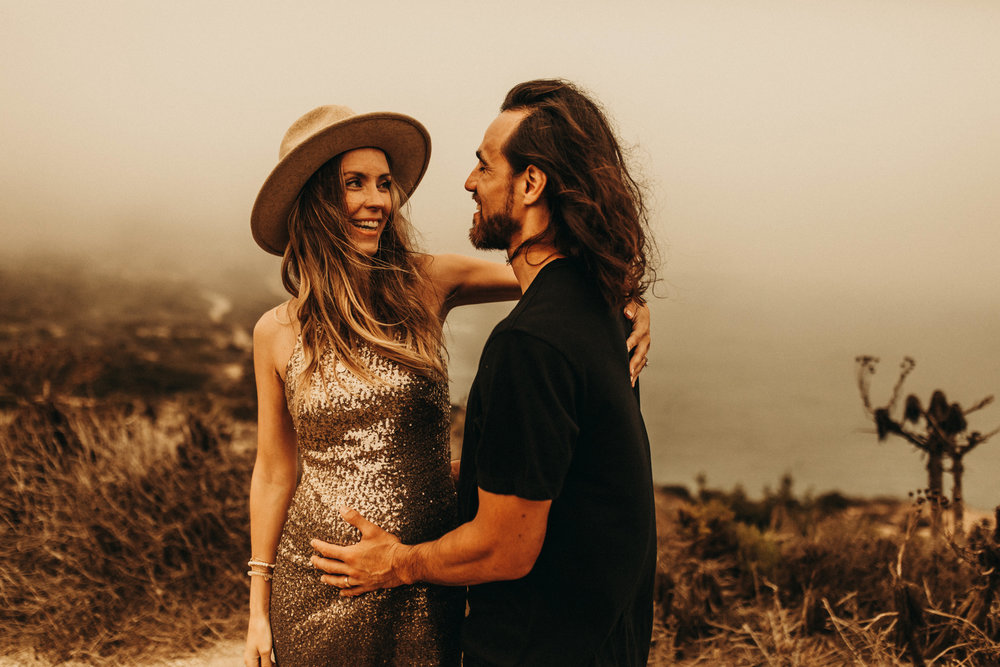 unique-maternity-photos-husband-malibu-point-dume