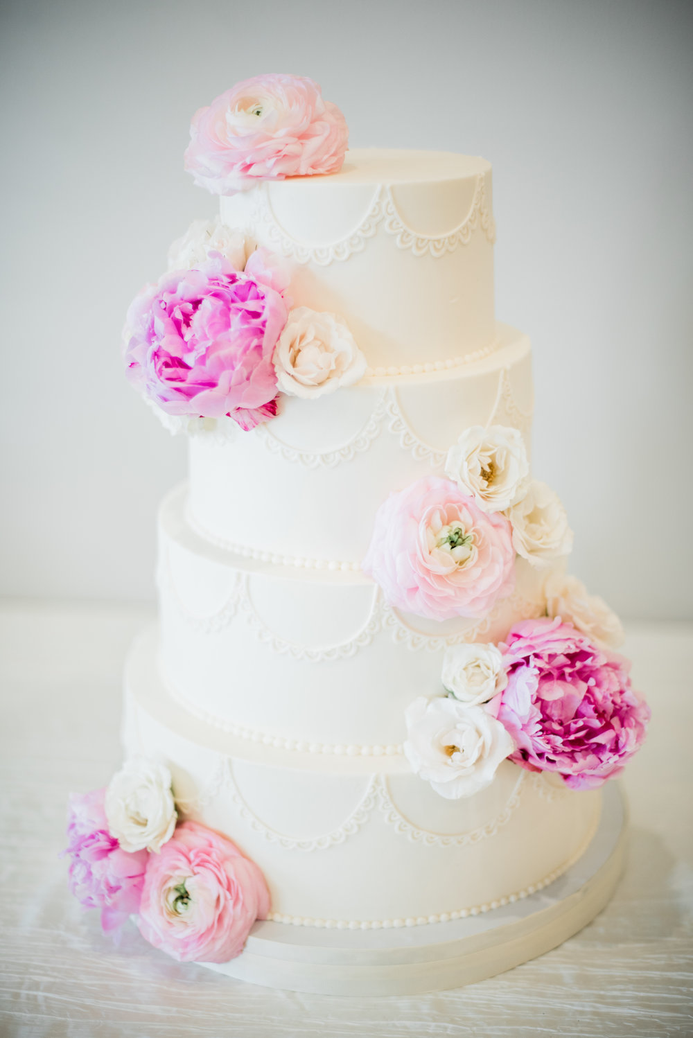 ELEGANT WEDDING CAKE.jpg