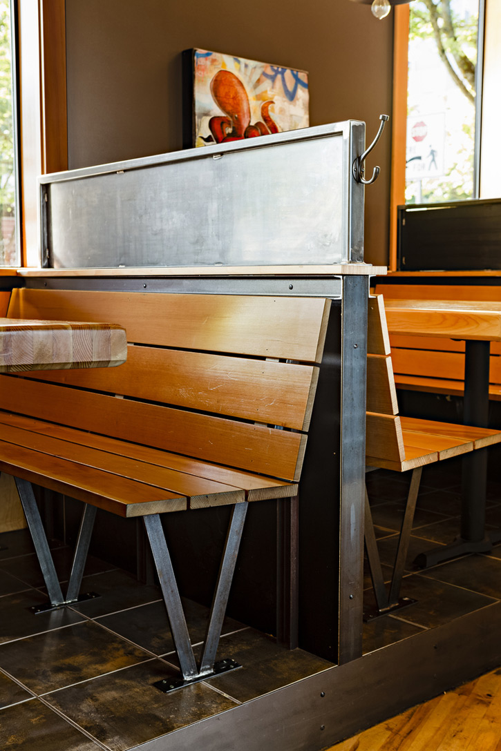 20120801-elliott-bay-brewery-bench.jpg