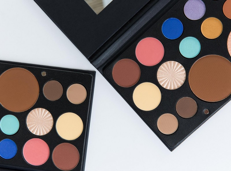 OFRA COSMETICS PROFESSIONAL MAKEUP PALETTE FREE SPIRIT