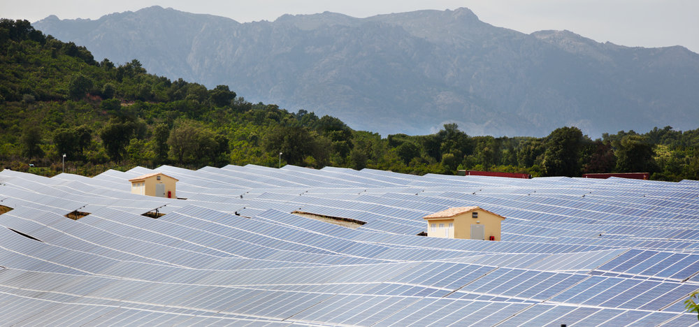 solar-power-plant-P449CFZ.jpg