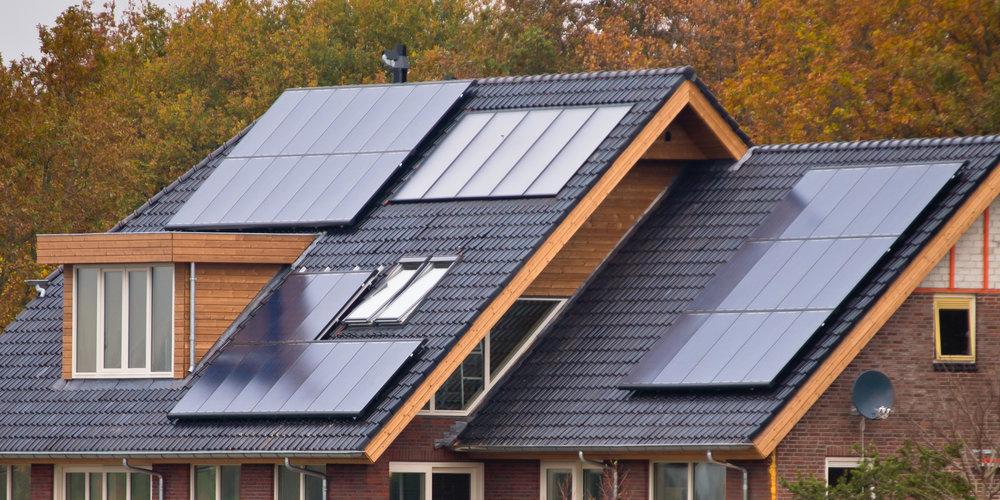 solar-panels-on-house-PX8NBJZ.jpg