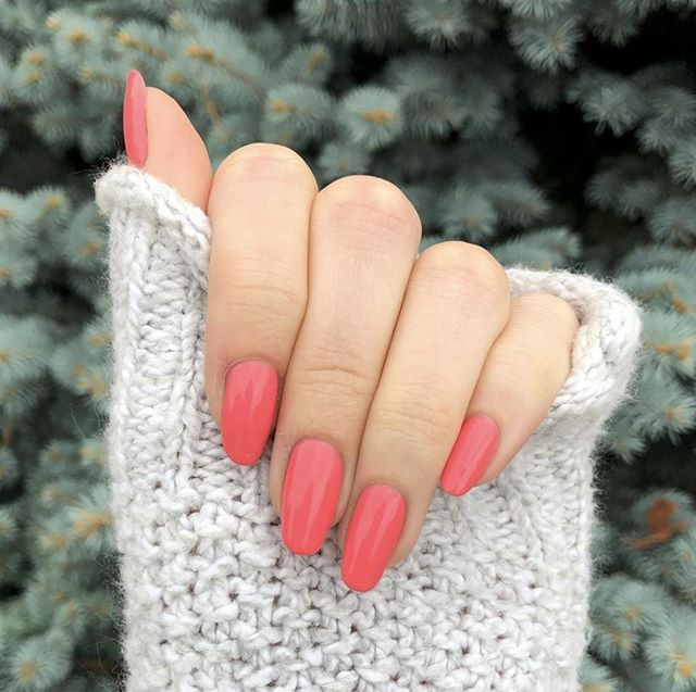 @dimondsndprls wearing our February Color of the Month, #GirlBoss 😍 Go to our Instagram Story to find out what March's color is!⠀