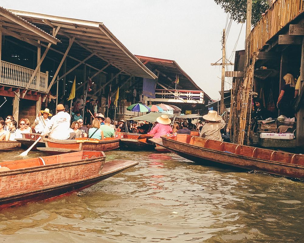 Dammnoen Saduak Floating Market