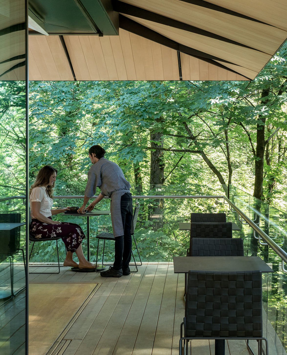 ENJOY TEA AT THE UMAMI CAFÉ - The Umami Café provides a place for you to relax and refresh while at the Garden. Here, you will experience the pairing of world class Japanese tea with traditional gracious, attentive service, and delicious edible delights.Suggested time: 30-60 minutes(Photo by James Florio)
