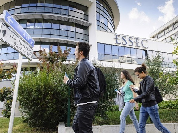 ESSEC Business School is proud to say that it has ranked #14 Worldwide, according to the Financial Times, 2018!!!! This means that ESSEC is among the world's top 15 institutions, rising by 4 places. As the 14th best in the world and 3rd in France, ESSEC strengthens its position as an academic institution of excellence. 👏😍💪🎖️🏆 #14 #essec #worldwide #businessschool #proud #university #financialtimes #globalranking