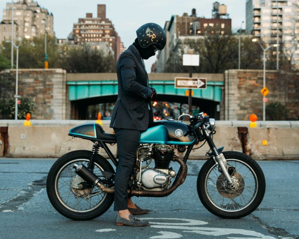 The-Suited-Racer-Lando-Griffin-CB350-CH-Cover-1024x819.jpg