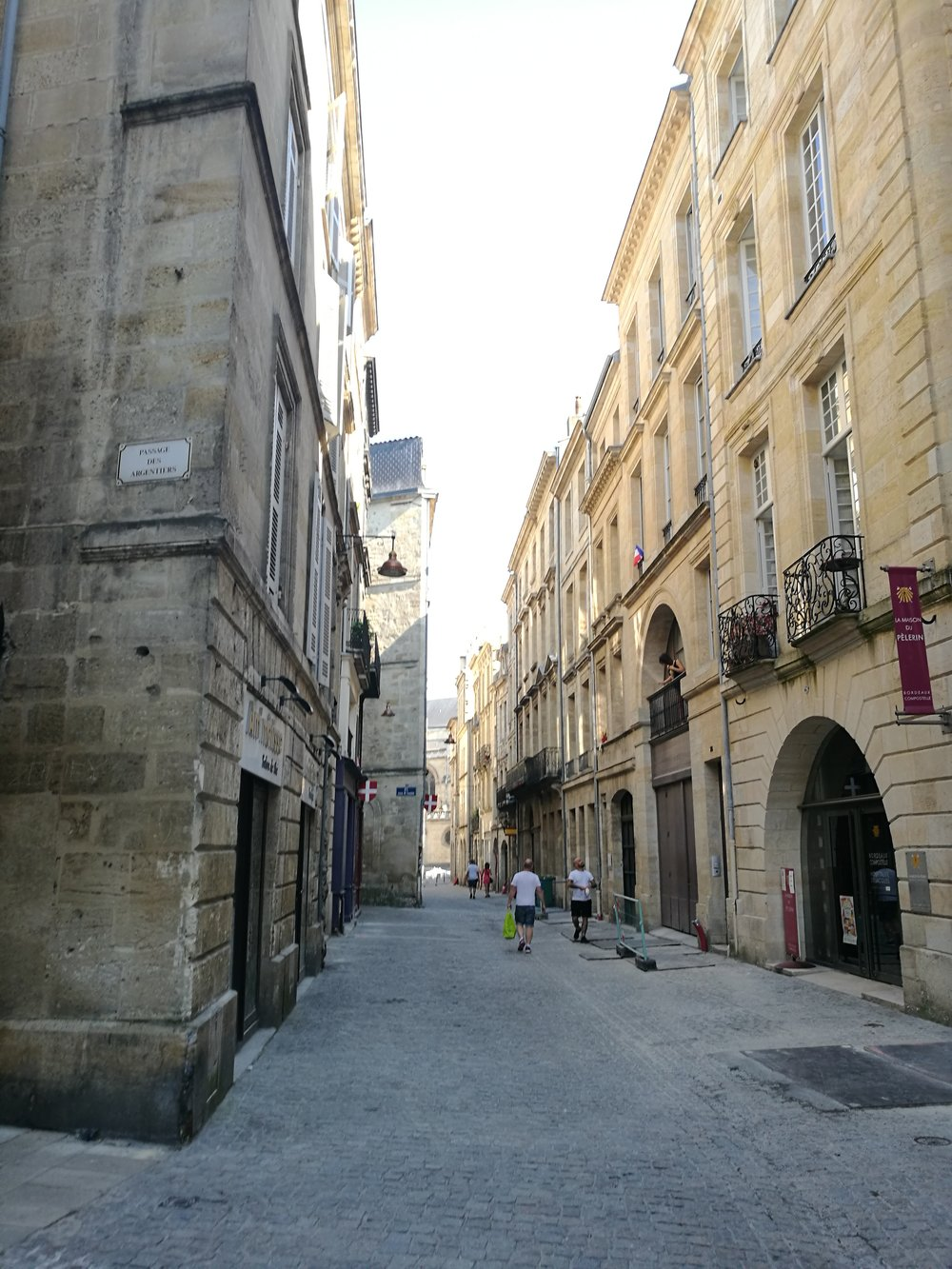 Walking through Bordeaux to the yoga studio