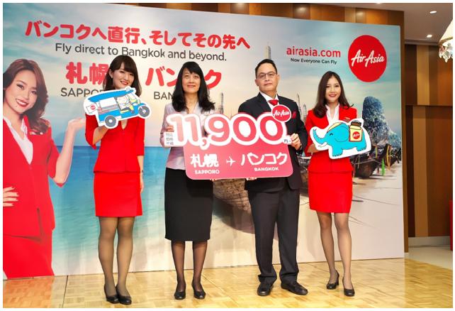 中央右:タイ・エアアジアX CEO ナダ・ブラナシリ/中央左:タイ国政府観光庁東京事務所所長 パッタラ アノン・ナチェンマイ様