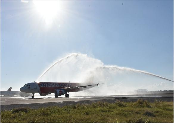 首航班机在宿务国际机场接受水门仪式欢迎