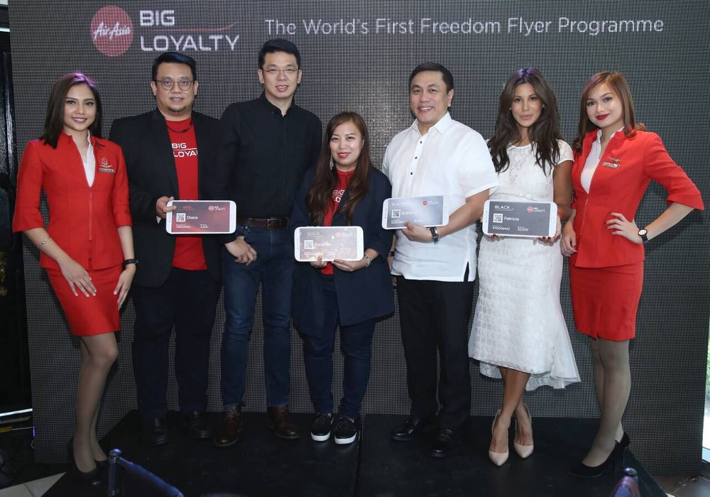 AirAsia BIG Chief Commercial Officer Victor Kaw, AirAsia Philippines Chief Commercial Officer Gilbert Simpao, AirAsia BIG Acting CEO Sereen Teoh, AirAsia Philippines CEO Capt. Dexter Comendador and Host Tricia Centera with Cabin Crew.
