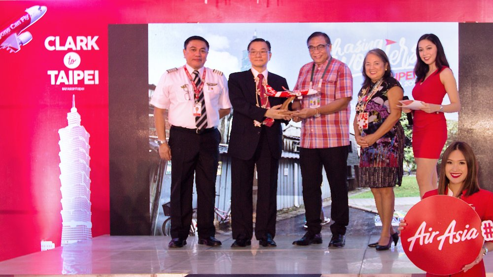 CRK-TPE INAUGURAL 2 L-R):  AirAsia Philippines CEO Capt. Dexter Comendador, TECO Deputy Representative Minister James Chu, Clark International Airport Corporation President Alex Cauguiran, AirAsia Philippines Chairperson Maan Hontiveros and event host.
