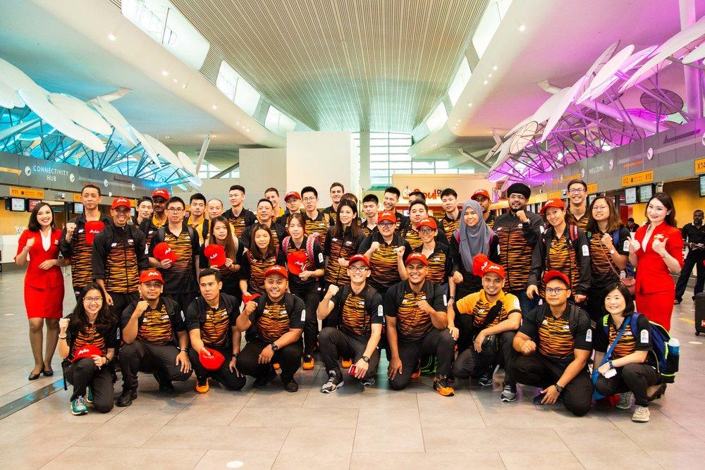 大马羽球及游泳选手与医务人员出发前往印尼2018亚运会。