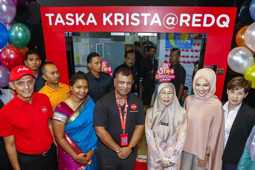 Photo Caption: (From left) Dato' Aziz Bakar, Board of Director AirAsia Group Berhad; Rajeswary Jesslyn, Principle of Taska Krista @ RedQ; Tan Sri Tony Fernandes, Group CEO of AirAsia and Co-Group CEO of AirAsia X; YAB Dato' Seri Dr. Wan Azizah Dr. Wan Ismail, Deputy Prime Minister & Minister of Women, Family and Community Development; Noor Neelofa, Board of Director AirAsia Group Berhad and Wong Wai Kuen, Programme Director, Krista Group of Companies at the opening ceremony of Taska Krista @ RedQ.