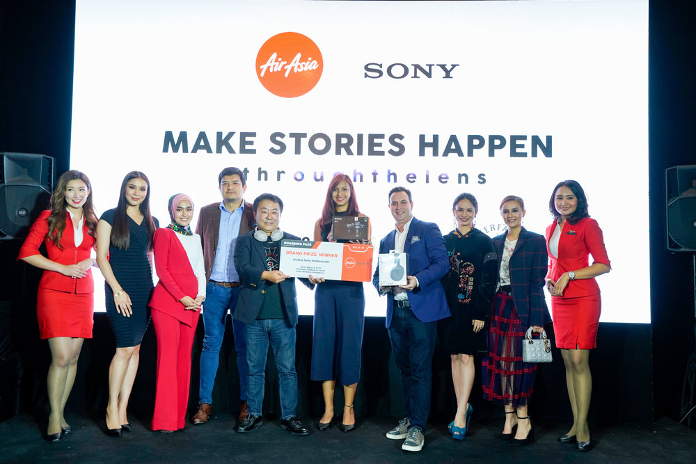 Photo Caption: (L-R) Zahirah Macwilson, Elfira Loy, Benyamin Ismail CEO of AirAsia X Malaysia, Satoru Arai Managing Director of Sony Malaysia, Aisha Nazar AirAsia & Sony Joint Ambassador, Barry Klipp Group Head of Commercial AirAsia X, Izara Aishah, Che Puan Juliana Evans flanked by Cabin Crew
