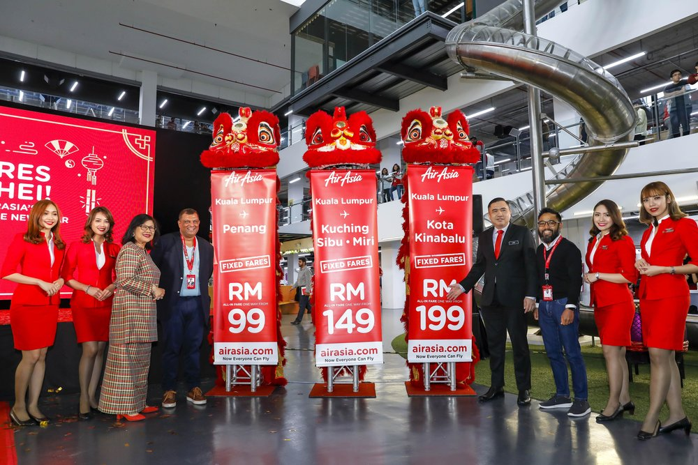 Chairman of AirAsia X Tan Sri Rafidah Aziz (third from left), Group CEO of AirAsia Tan Sri Tony Fernandes, Minister of Transport Yang Berhormat Loke Siew Fook (fourth from right) and CEO of AirAsia Malaysia Riad Asmat at the launch of AirAsia additional late night flights for CNY 2019.