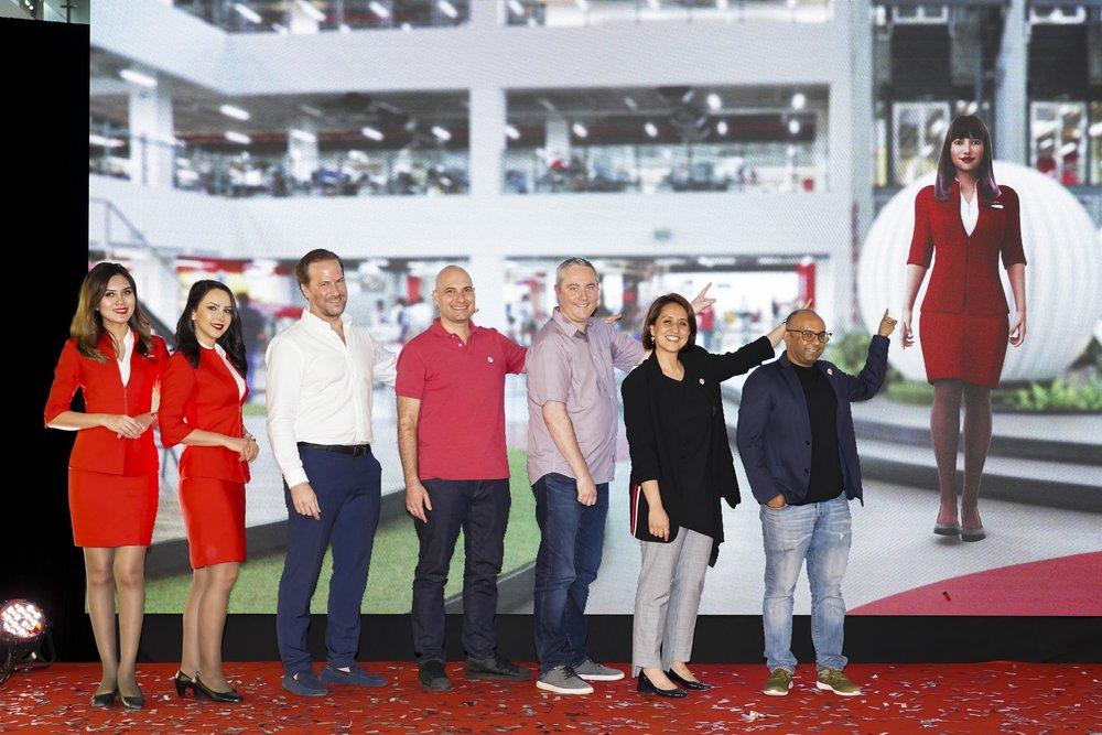 Keterangan Gambar : (Tiga dari kiri) Ketua Inovasi dan Transformasi Produk AirAsia Kenneth Andersson, Ketua Jurutera Perisian Kumpulan AirAsia Elias Vafiadis, Ketua Pegawai Bahagian Kebahagiaan Pelanggan AirAsia Adam Geneave, Timbalan Ketua Pegawai Eksekutif Kumpulan AirAsia (Digital, Transformasi dan Perkhidmatan Korporat) Aireen Omar dan Ketua Pegawai Produk AirAsia Nikunj Shanti di majlis pelancaran chatbot AVA dan wajah baharu aplikasi mudah alih AirAsia.