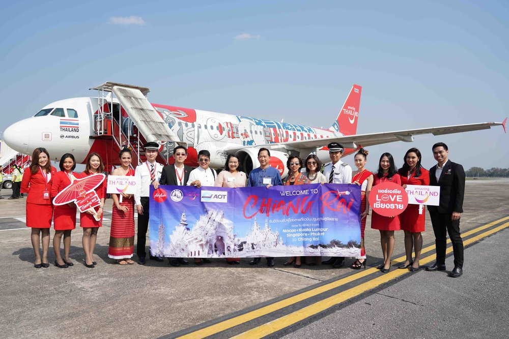 [Sixth from left] AirAsia Thailand Chiang Rai Station Manager Marnop Wongpraewit, Tourism Authority of Thailand (TAT) Director Chiang Rai Office Karuna Dechatiwong, AirAsia Thailand Director of Ground Operations Witchunee Kuntapeng, Chiang Rai Vice Governor Paskorn Boonyalug, TAT Executive Director of East Asia Region Titiporn Manenate, TAT Director East Asia Market Division Wajanan Silpawornwiwat.