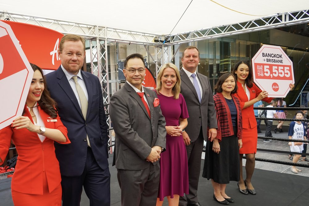 (From left) Andrew Park , Honorary Consul of Thailand, Royal Thai Consulate-General Queensland;  Nadda Buranasiri , AirAsia X Group CEO and Thai AirAsia X CEO;  Hon. Kate Jones , Minister of Tourism Industry Development, Queensland Government;  Gert-Jan de Graaff , CEO of Brisbane Airport Corporation;  Suladda Sarutilavan , Director, Tourism Authority of Thailand, attended the launch event of Thai AirAsia X's new route Bangkok-Brisbane.