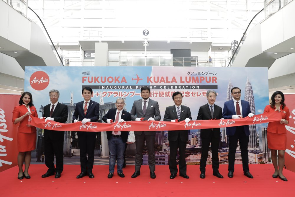 Photo caption (L-R): Representative Director and President & CEO Fukuoka International Airport Co., Ltd. Mr.Tetsuya Nagasao; Deputy Mayor of Fukuoka City Mr. Masanao Nakazono; Board of Director AirAsia X Malaysia Dato' Fam Ee Lee; CEO AirAsia X Malaysia Mr. Benyamin Ismail; Governor of Fukuoka Prefecture Mr. Hiroshi Ogawa; Administrator of Fukuoka Airport, Osaka Regional Civil Aviation Bureau Mr. Fumito Ohya; Deputy Director Tourism Malaysia Tokyo Mr. Shahrul Aman Sabir Ahmad flanked by Cabin Crew.