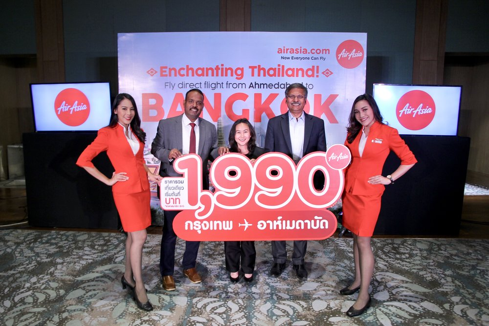 (คนที่ 2 จากซ้าย) คุณราชกุมาร์ พารันตะมัน ผู้อำนวยการฝ่ายการตลาด สายการบินแอร์เอเชียอินเดีย คุณชลดา สิทธิวรรณ ผู้อำนวยการการท่องเที่ยวแห่งประเทศไทย สำนักงานมุมไบ และคุณซูเรช เนียร์ ผู้จัดการทั่วไปแอร์เอเชียประจำอินเดีย ศรีลังกา บังคลาเทศ เนปาลและมัลดีฟส์ ร่วมงานแถลงข่าว ณ เมือง อาห์เมดาบัด ในโอกาสที่สายการบินไทยแอร์เอเชีย เปิดให้บริการเที่ยวบินตรง กรุงเทพฯ (ดอนเมือง) – อาห์เมดาบัด 4 เที่ยวบินต่อสัปดาห์