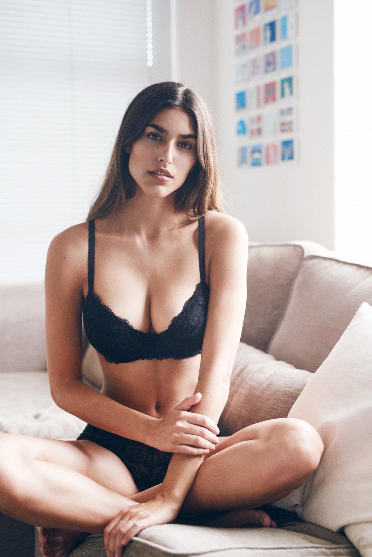 maxmotel_sw_julia_boss-models_capetown2018_06_black-underwear_couch_0843.jpg