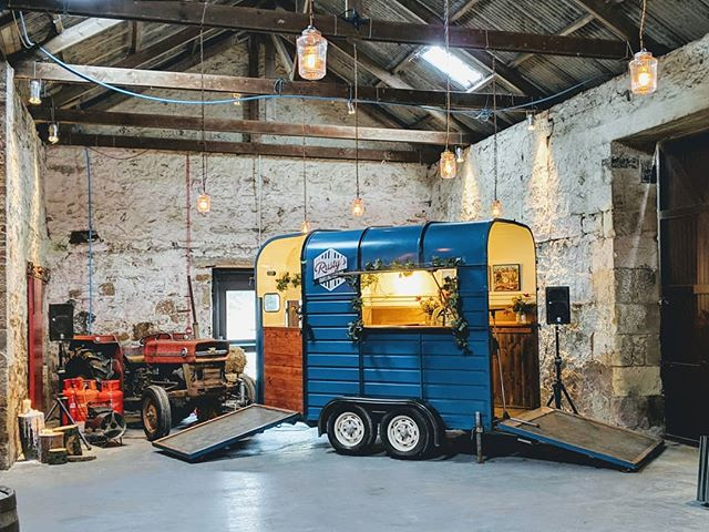 We're having a great time meeting all the @kinkell_byre couple's today! 🕺💃🎹 #pianobar #horsebox #horseboxbar #wedding #weddingplanning #eventplanner #weddingplanner #piano #bar #barhire #scottishwedding #vintage #vintagewedding #entertainment #entertainer #ricehorsebox #rustyspianobar  #music #mobilebar #travellingpianobar #standrews #kinkellbyre