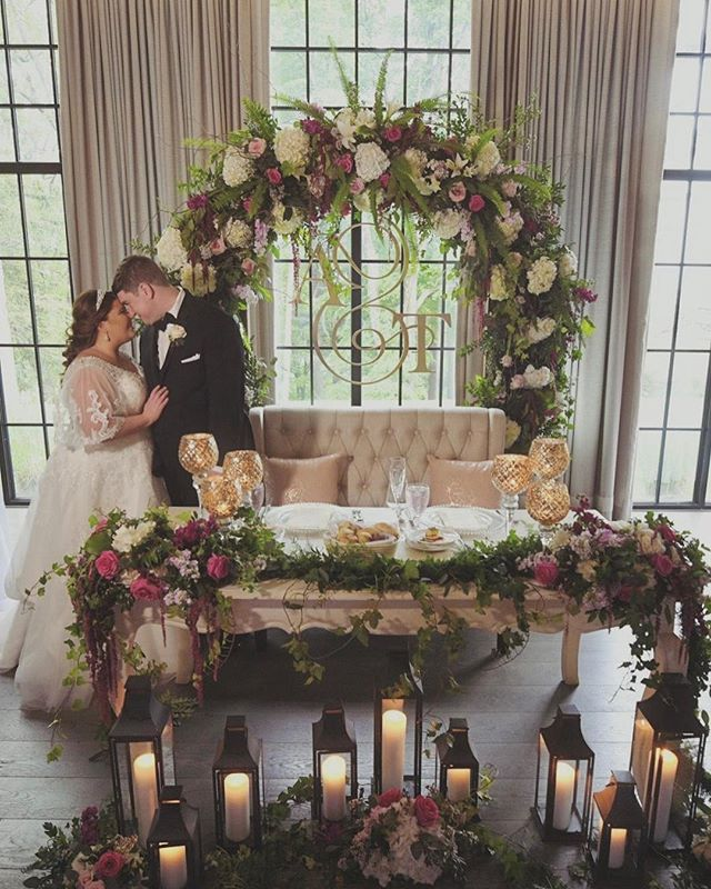 Reminiscing about this dream wedding...This sweetheart table set up was everything  @natirarweddings @atoeevents  #njweddingvenue #weddingplanner #njweddingplanner #weddingdecor #luxurywedding #weddinginspo #weddinginspiration #dreamwedding #luxuryweddingplanner #weddingdecor
