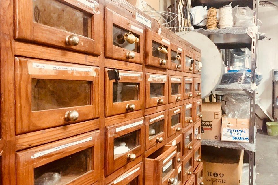 a fabrica - O resultado são peças que assumem uma dimensão de objetos de arte e de esculturas no espaço, e que transmitem a forte influência da bagagem histórica, cultural e artística portuguesa nas artes