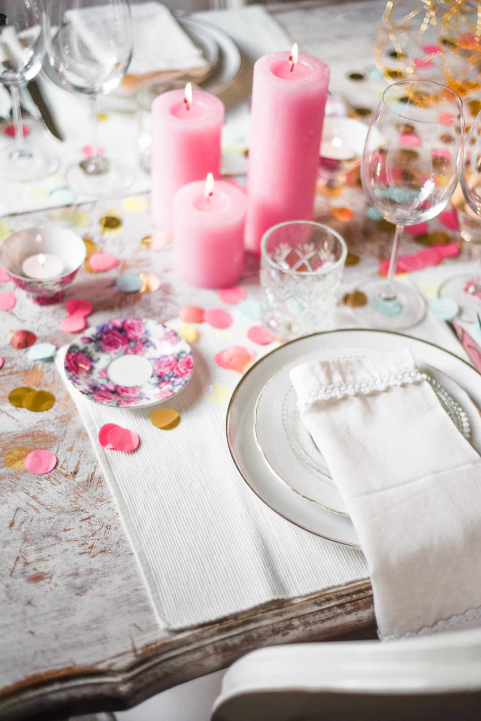 Valentinesday-table-setting-decor-styling-AnaisStoelen-12.jpg